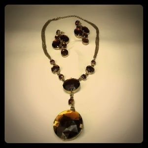 Jewelry - AMBER EARRINGS AND NECKLACE SET. STUDDING